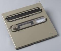 Façade d'une boîte aux lettres avec volet battant